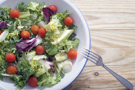 endive: Mixed salad with cherry tomatoes, lettuce, endive, watercress ...
