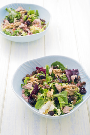 balsamic vinegar: salad with walnuts, raisins, foie gras; blueberries, pomegranate, endive, radicchio and lettuce. Seasoned with olive oil, salt and balsamic vinegar