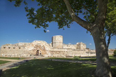 feudalism: Medieval fortress in Zamora, Spain. Polarizing filter