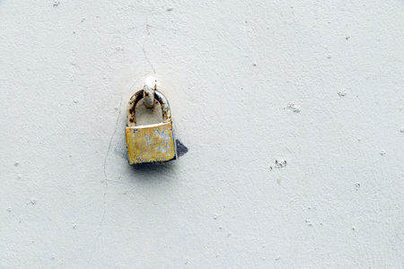 ancient prison: Old padlock on a wall painted white. Copy space