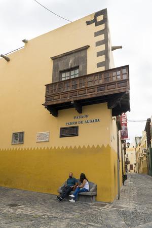 casa colon: LAS PALMAS DE GRAN CANARIA, SPAIN - JULY 290, 2016: Pasaje Pedro de Algaba, a street in the historic center of Las Palmas