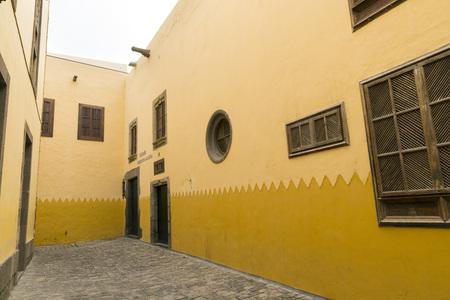 casa colon: Pasaje Pedro de Algaba, a street in the historic center of Las Palmas Stock Photo