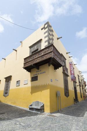 casa colon: Pasaje Pedro de Algaba, a street in the historic center of Las Palmas Editorial