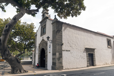 las palmas: LAS PALMAS, GRAN CANARIA, SPAIN - JULY 30, 2016: hermitage of San Telmo, which gives its name to the park where it is located in Las Palmas, Gran Canaria Editorial