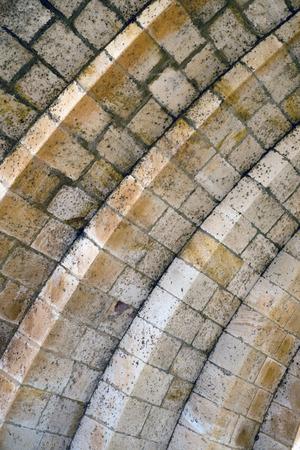 arcos de piedra: medieval arcos de piedra en un puente