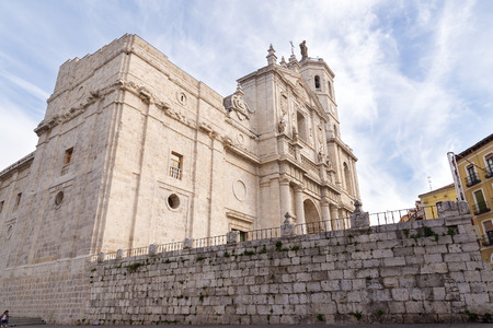 spanish home: VALLADOLID, SPAIN - NOVEMBER 1, 2016: Cathedral of Our Lady of the Holy Assumption (Catedral de Nuestra Senora de la Asuncion) Editorial