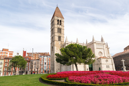 santa maria: VALLADOLID, SPAIN - NOVEMBER 1, 2016: Santa Maria de la Antigua Church, Valladolid, Castilla y Leon. Spain.