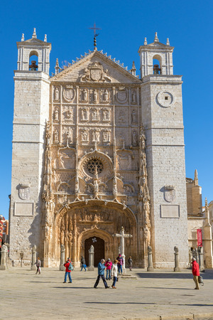 plateresque: VALLADOLID, SPAIN - NOVEMBER 7, 2016: Facade of the San Pable Church  in Valladolid, Castile and Leon, Spain