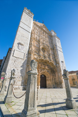 castille: VALLADOLID, SPAIN - NOVEMBER 7, 2016: Facade of the San Pable Church  in Valladolid, Castile and Leon, Spain