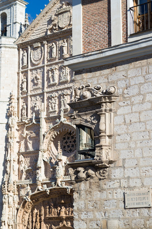 plateresque: VALLADOLID, SPAIN - NOVEMBER 7, 2016:  Corner window in the Pimentel palace, in the background the facade of the church of San Pablo Editorial