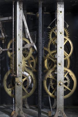 pendulum: Mechanism of an old pendulum clock