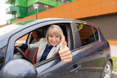 the Happy girl passed the car driving exam 免版税图像