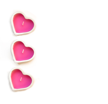 bougie coeur: pink heart candle in a ceramic candlestick on a white background. Valentines Day card