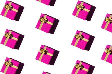 在白色背景的洋红色礼物盒。无缝的样式,假日概念。节日背景。平躺。情人节,爱情概念,生日礼物,母亲节的创意作文,