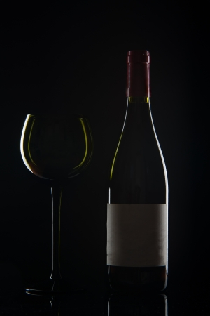 edel: Image of contour of wine bottle and glass