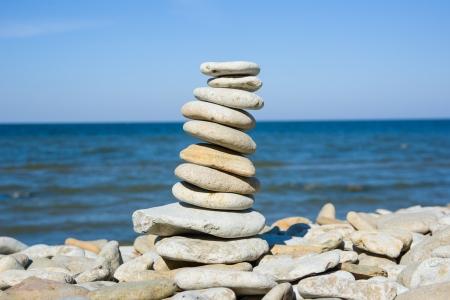 해안에 자갈 서로의 균형 이미지 스톡 콘텐츠