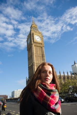 london big ben: Изображение девушки в Лондоне Биг Бен Фото со стока