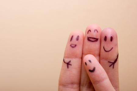友人、家族の概念に非常に満足している 3 つの笑みを浮かべて指 写真素材