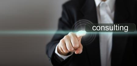 仮想画面を押すと実業家の手。ビジネス、技術、インターネット、ネットワークのコンセプトです。領域をコピーします。 写真素材 - 56693477