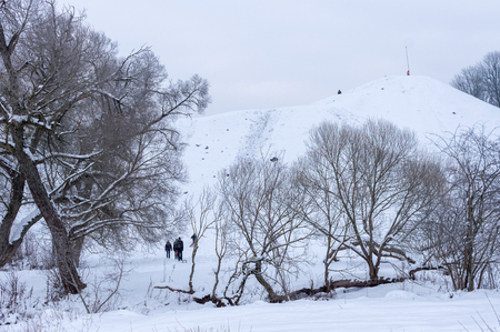 creep: Winter holiday family actively resting on a hill