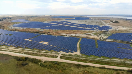 Renewable energy. Aerial View Flight drones over a solar power s Zdjęcie Seryjne