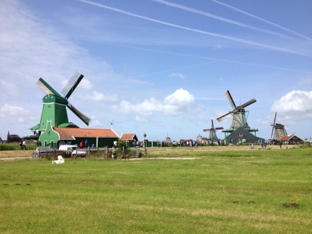 bright: Beautiful windmills on a bright and sunny day at Zaanse Schans.