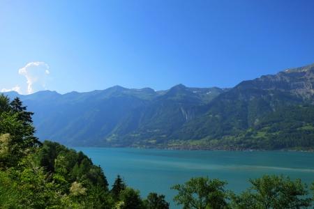 p�rim�tre: Vue sur le lac de Brienz � Interlaken. Tir� de la piste cyclable le long de son p�rim�tre.