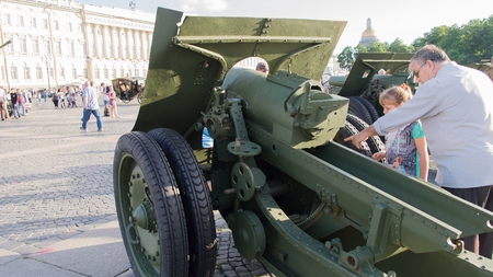Saint-Petersburg. Russian Federation. 9 August 2017. The background is the Palace square in Day of memory and grief. A howitzer 152 mm. USSR weapon of world war 2.