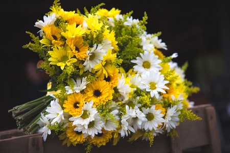 Wedding bouquet flowers yellow and white daisies Фото со стока