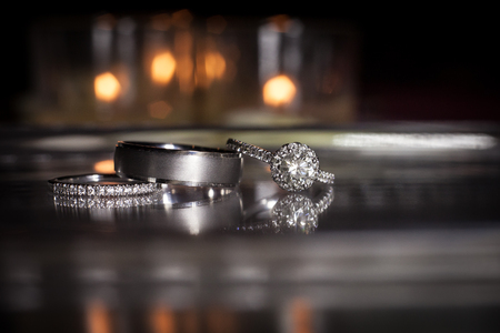 Wedding rings stacked on beautiful background 2 Banque d'images