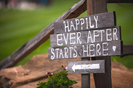 Happily Ever After Starts Here sign at wedding venue Archivio Fotografico