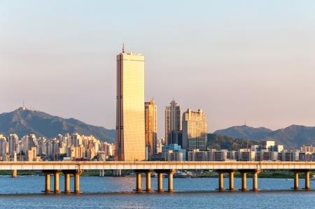 Het uitzicht van Seoel van over de Han-rivier Stockfoto