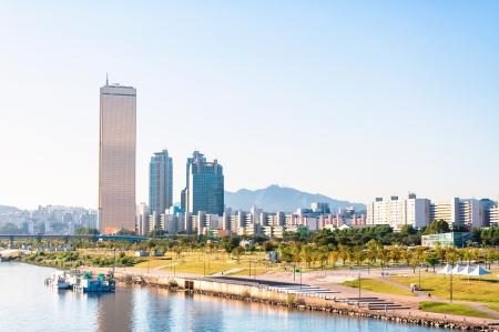 De skyline van Seoul en de Han-rivier Stockfoto
