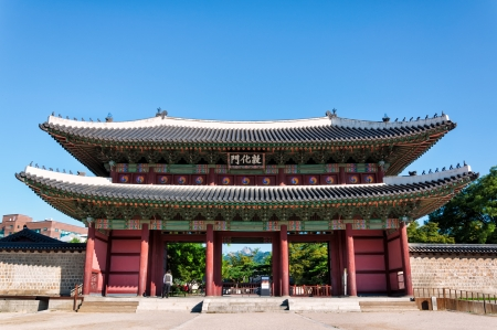 main gate: The main entrance to Changdeokgung Palace in Seoul, South Korea