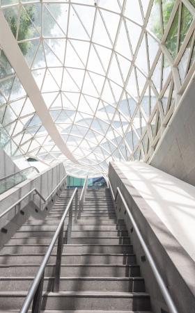 station m�tro: L'architecture moderne d'une station de m�tro � Singapour