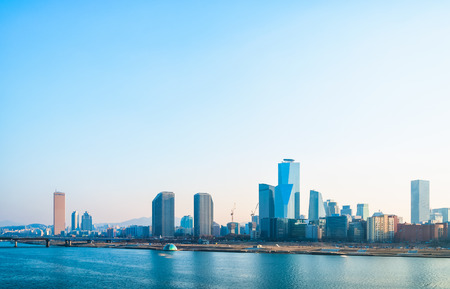The skyline of the Yeouido business district in Seoul, South Korea  Foto de archivo