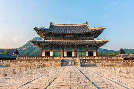 gyeongbokgung: Geunjeongjeon, the main throne hall of Gyeongbokgung Palace in Seoul, South Korea.