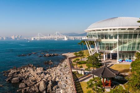 De Nurimaru APEC Huis in Busan, Zuid-Korea. Het werd gebouwd om de APEC-top van 2005 te organiseren. Stockfoto