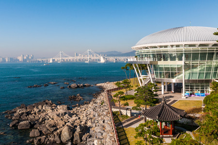 The Nurimaru APEC House in Busan, South Korea. It was built to host the 2005 APEC Summit. 版權商用圖片 - 33531049
