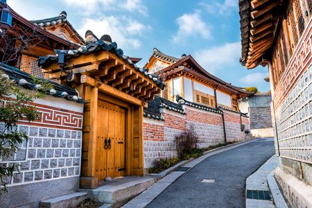 北村韓屋村ソウル, 南朝鮮の伝統的な韓国スタイルのアーキテクチャです。 写真素材