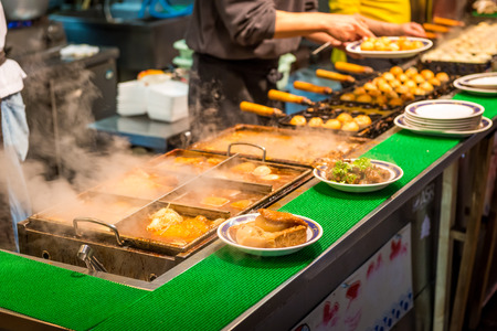 Ramen and oden put out on plates at a street food stall in Osaka, Japan. Foto de archivo