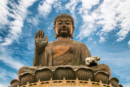 The enormous Tian Tan Buddha at Po Lin Monastery in Hong Kong. Foto de archivo