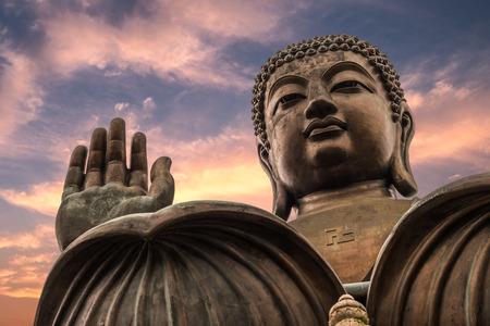 The enormous Tian Tan Buddha at Po Lin Monastery in Hong Kong. 版權商用圖片