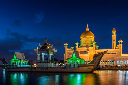 ali: The Sultan Omar Ali Saifuddin Mosque in Bandar Seri Begawan, Brunei, lit up at night. Stock Photo