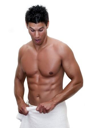 desnudo masculino: modelo fotografiado con toalla, sin camisa