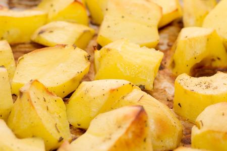 essen und trinken: Essen trinken Kartoffeln Essen Haufen aus wei�en Studio,