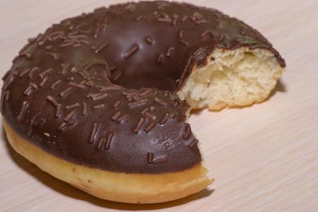 essen und trinken: Essen trinken donut essen ungesund wei� Hintergrund