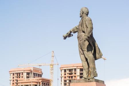 lenin: lenin monument soviet square russia statue russian
