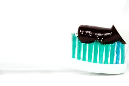 plastik: toothbrush closeup of pasta on a white background