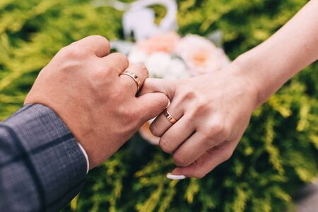 Picture of man and woman with wedding ring.Young married couple holding hands, ceremony wedding day. Newly wed couples hands with wedding rings. Stok Fotoğraf